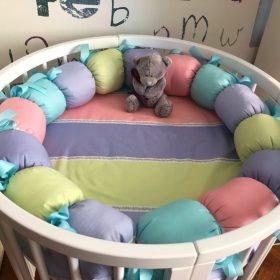 Фото защиты в виде гусеницы на круглую кроватку